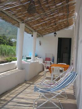 Casa vacanza a Stromboli/ terrazzo con sdraio