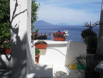 terrazzo appartamento Silvana Isola di Alicudi